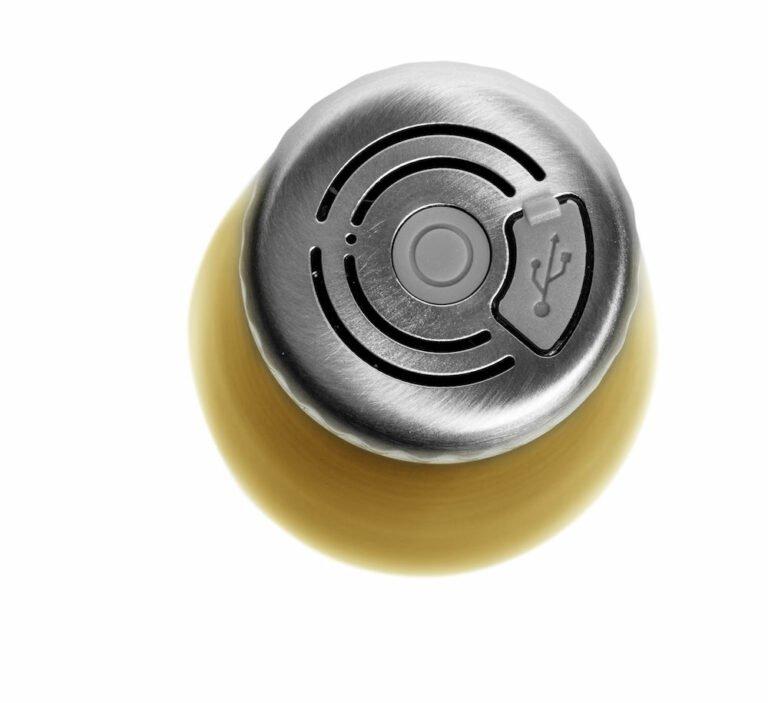 Teräksinen juomapullo, kulta bluetooth kaiuttimel